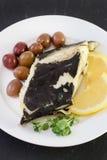 Poissons frits avec des olives Photographie stock libre de droits
