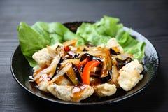 Poissons frits avec la sauce aigre-doux photo libre de droits