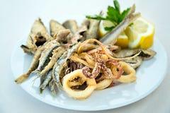 Poissons frits mélangés Photo stock