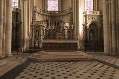 Poitiers, França - 12 de setembro de 2016: Interior da igreja de Fotos de Stock