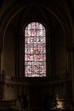 Poitiers, Francia - 12 de septiembre de 2016: Interior de la iglesia de Imagen de archivo libre de regalías
