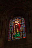 Poitiers Frankrike - September 12, 2016: Färgrika målat glasswi Arkivbild