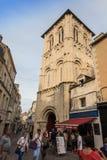 Poitiers Frankrike - September 12, 2016: Kyrkan av Helgon-farstubron Arkivbilder