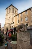 Poitiers Frankrike - September 12, 2016: Kyrkan av Helgon-farstubron Royaltyfri Foto