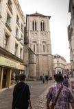 Poitiers Frankrike - September 12, 2016: Kyrkan av Helgon-farstubron Arkivfoto