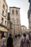 Poitiers Frankrike - September 12, 2016: Kyrkan av Helgon-farstubron Royaltyfria Foton