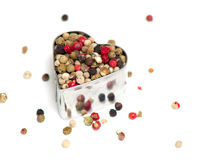 Poivre coloré dans un coupeur en forme de coeur de biscuit Photographie stock libre de droits