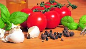 Poivre d'ail de basilic de tomate Photographie stock libre de droits