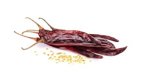 Poivre de Cayenne rouge sec de piment ou de piments sur le fond blanc image stock