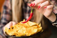 Poivre de piment épicé chaud de chips de casse-croûte de nourriture de frites images stock
