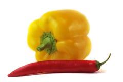 Poivre - doux et dièse, jaune et rouge Photos libres de droits