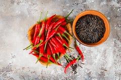 Poivre noir cru de riz et de piment Photos libres de droits