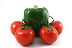 Poivre vert avec les tomates rouges Photo stock