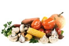 Poivron doux, aubergine, tomate et maïs D'isolement sur un backgr blanc photo libre de droits