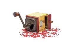 Poivron rouge avec le vieux moulin de poivre sur le blanc photo libre de droits
