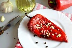 Poivron rouge rôti avec l'ail photographie stock