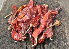 Poivron rouge sur le fond en bois Image stock