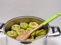 Poivrons bourrés avant la cuisson Image stock