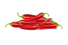Poivrons de piment d'un rouge ardent avec le chemin de coupure Image stock