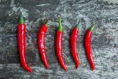 Poivrons de piments d'un rouge ardent frais de piments photo stock