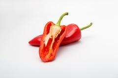 Poivrons de piments rouges sur le fond blanc Photographie stock libre de droits