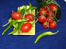 Poivrons italiens verts avec des tomates-cerises Photos libres de droits