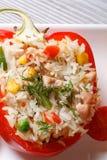 Poivrons rouges bourrés du riz, des légumes et de la vue supérieure de viande Images libres de droits