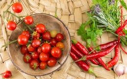 Poivrons rouges et tomate-cerise fraîche image libre de droits