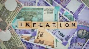 Pojęcie inflacji słowo na Indiańskich walut notatkach fotografia stock