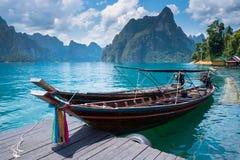pojęcia łodzią rana lake mglista natury obrazy stock