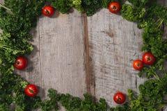 Pojęcia żywienioniowy i jarzynowy jedzenie Talerz z marmurowymi wzorami zdjęcia royalty free