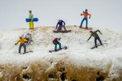 Pojęcia jazda na snowboardzie na białej górze Obraz Royalty Free