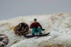 Pojęcia jazda na snowboardzie na białej górze Zdjęcia Royalty Free