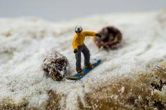 Pojęcia jazda na snowboardzie na białej górze Zdjęcie Stock
