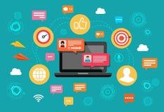 Pojęcia nline gadki laptop z gawędzenie bąbla powiadomieniami Ludzie przesyłanie wiadomości na internecie również zwrócić corel i obraz royalty free