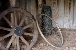 pojęcia udoskonalającego metalu gumowy koło drewniany Zdjęcia Stock