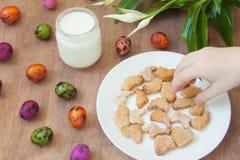 Pojęcia Wielkanocny kucharstwo w kuchni, domowy czas wolny obrazy stock