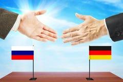 Pojęcie życzliwe rozmowy między Rosja i Niemcy Obrazy Stock