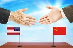 Pojęcie życzliwe rozmowy między Stany Zjednoczone i Chiny Zdjęcia Stock