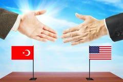 Pojęcie życzliwe rozmowy między Stany Zjednoczone i Turcja Fotografia Stock