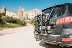 Pojęcie aktywny podróż samochodu zasięg miejscami i sporty Popiera samochód z pustym akcesorium dla Fotografia Stock
