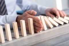 Pojęcie biznes kontrola zatrzymywać domino skutek Zdjęcie Royalty Free