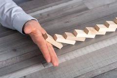 Pojęcie biznes kontrola zatrzymywać domino skutek Zdjęcia Royalty Free