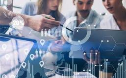 Pojęcie cyfrowy diagram, wykresów interfejsy, wirtualny ekran, związek ikona na zamazanym tle Coworking drużyny spotkanie Zdjęcia Stock