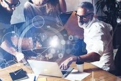Pojęcie cyfrowy ekran, wirtualnego związku ikona, diagram, wykresów interfejsy Potomstwa zespalają się pomyślnych ludzi biznesu Obrazy Royalty Free