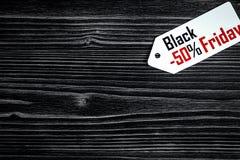 Pojęcie czarny Piątek na ciemnego drewnianego tła odgórnym widoku Zdjęcia Royalty Free