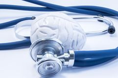 Pojęcie diagnoza i traktowanie choroby mózg unaocznienia lub zobrazowania używać mózg stetoskop i modela który jak exa, Obrazy Royalty Free