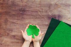 Pojęcie DIY sztuki projekt dla irlandczyka St Patrick dnia fotografia stock
