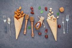 Pojęcie dla domowej roboty różnorodnego dokrętka lody Mieszane dokrętki w waffl Fotografia Stock
