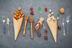 Pojęcie dla domowej roboty różnorodnego dokrętka lody Mieszane dokrętki w waffl Fotografia Royalty Free